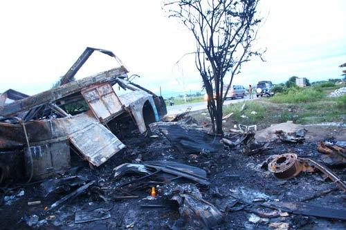 Tai nạn xe khách: Tiếng kêu cứu từ đống lửa - 1