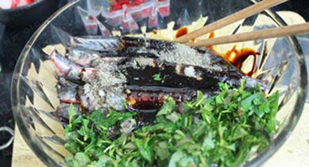 Thơm lừng cá kèo kho rau răm - 4