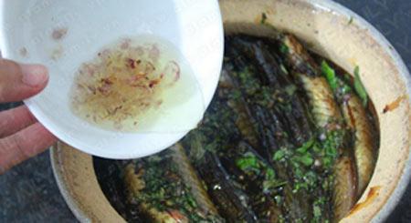 Thơm lừng cá kèo kho rau răm - 5