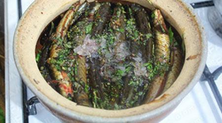 Thơm lừng cá kèo kho rau răm - 6