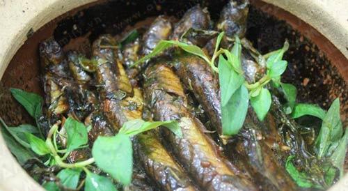 Thơm lừng cá kèo kho rau răm - 9