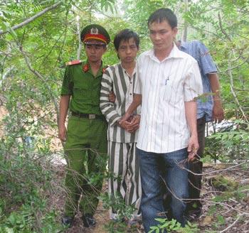 Sinh viên giết dã man con của thầy giáo - 2