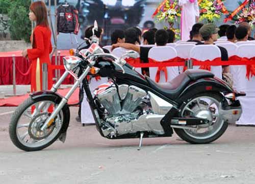 Dàn mô tô 'khủng' lướt trên đường phố Hạ Long - 5