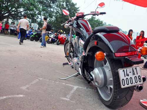 Dàn mô tô 'khủng' lướt trên đường phố Hạ Long - 6