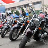 Dàn mô tô 'khủng' lướt trên đường phố Hạ Long