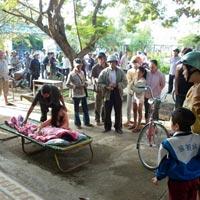 Thiếu nữ treo cổ tự tử giữa sân trường