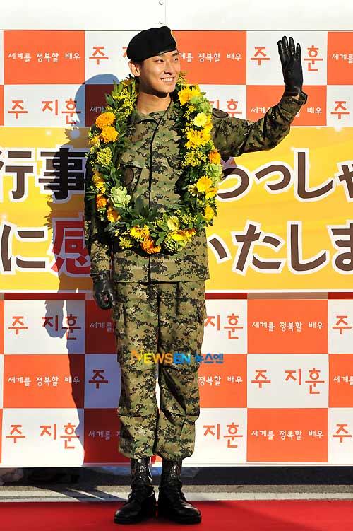 """""""Thái tử"""" Joo Ji Hoon đã xuất ngũ - 6"""