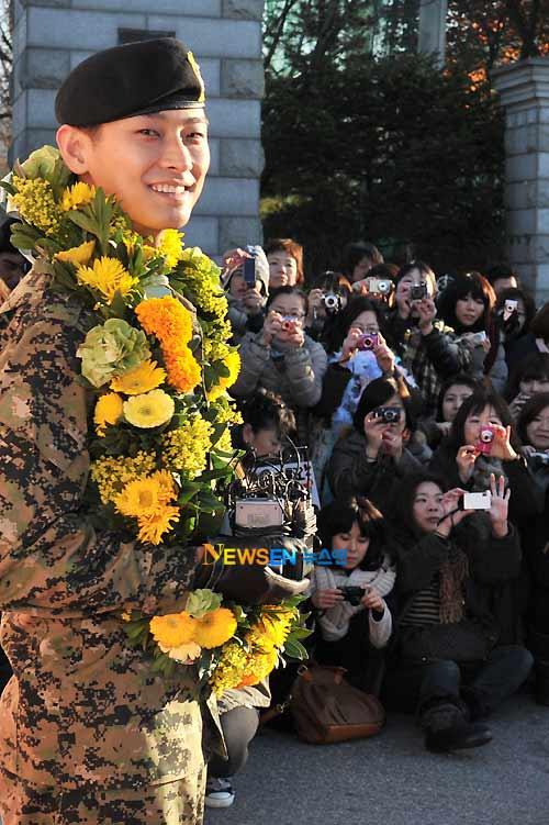 """""""Thái tử"""" Joo Ji Hoon đã xuất ngũ - 7"""