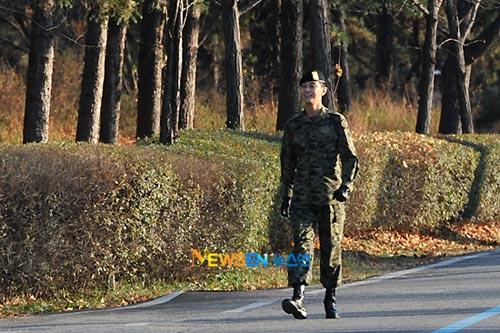"""""""Thái tử"""" Joo Ji Hoon đã xuất ngũ - 10"""