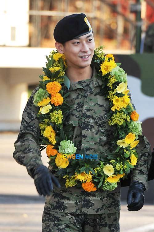 """""""Thái tử"""" Joo Ji Hoon đã xuất ngũ - 9"""