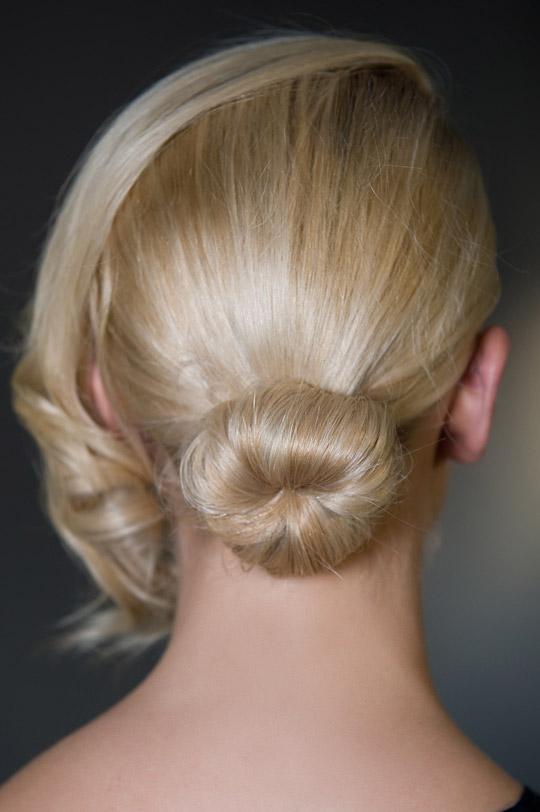 Tạo kiểu tóc búi và xoăn lọn quyến rũ - 6