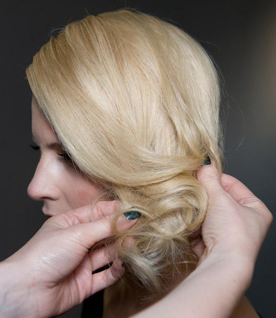 Tạo kiểu tóc búi và xoăn lọn quyến rũ - 8