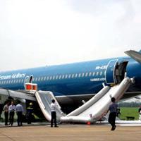 Mở cửa thoát hiểm khi máy bay đang bay