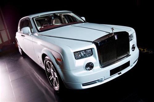 Đại gia Hà Nội tậu Rolls-Royce Phantom gần 30 tỉ đồng - 1