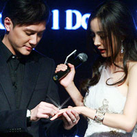 Dương Mịch, Thiệu Phong trao nhẫn cưới