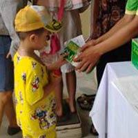 Hưởng ứng ngày toàn quốc cho trẻ đi uống vitamin A