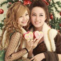 Hot girl Hà thành rủ nhau sắm quà Noel