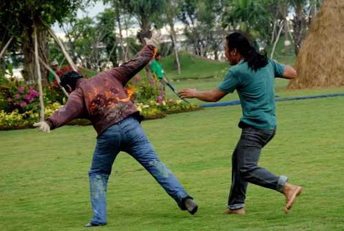 Hoài Linh đánh nhau với giang hồ - 13