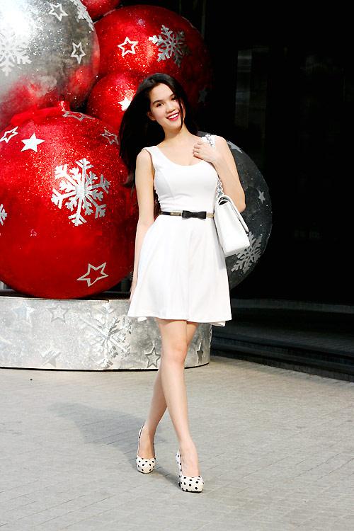 Ngọc Trinh mặc gì trong mùa Noel? - 19