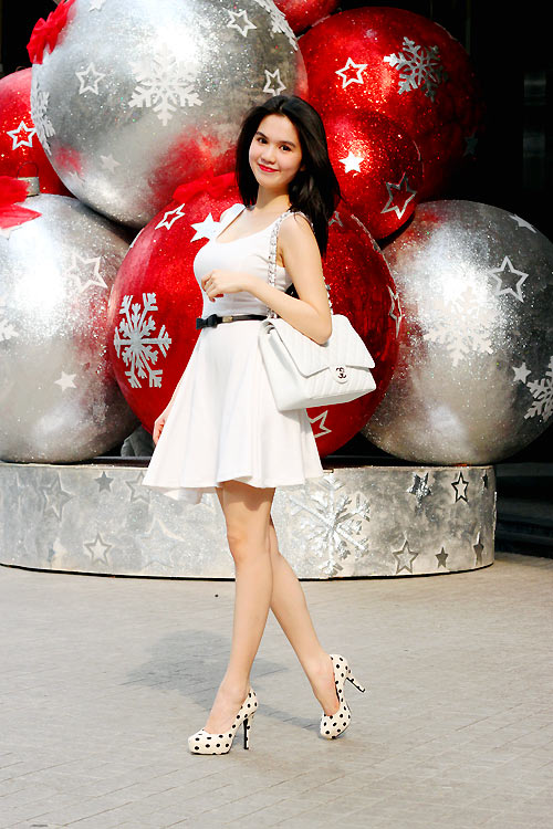 Ngọc Trinh mặc gì trong mùa Noel? - 18