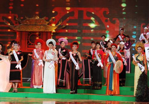 Rực rỡ sắc màu trang phục dân tộc Việt - 1
