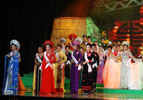 Rực rỡ sắc màu trang phục dân tộc Việt - 2