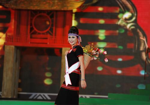 Rực rỡ sắc màu trang phục dân tộc Việt - 4