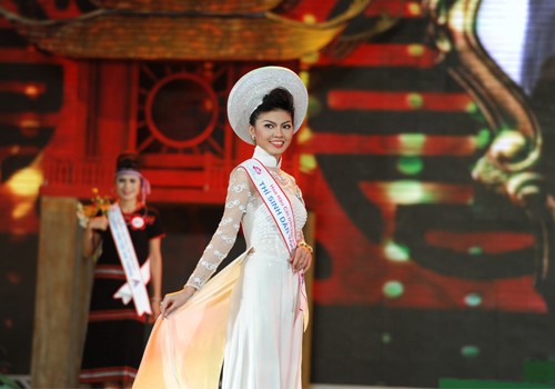 Rực rỡ sắc màu trang phục dân tộc Việt - 5
