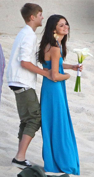 Justin Bieber công khai sàm sỡ Selena Gomez - 10