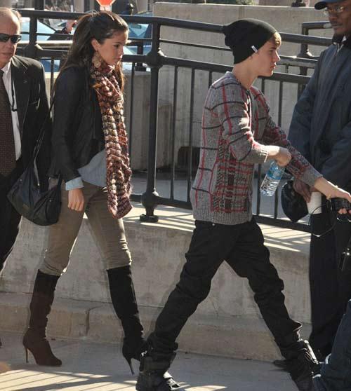 Justin Bieber công khai sàm sỡ Selena Gomez - 3