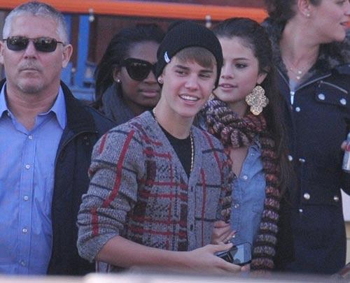 Justin Bieber công khai sàm sỡ Selena Gomez - 6