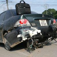 """Ông già 60 tuổi lái """"xe điên"""" gây tai nạn"""