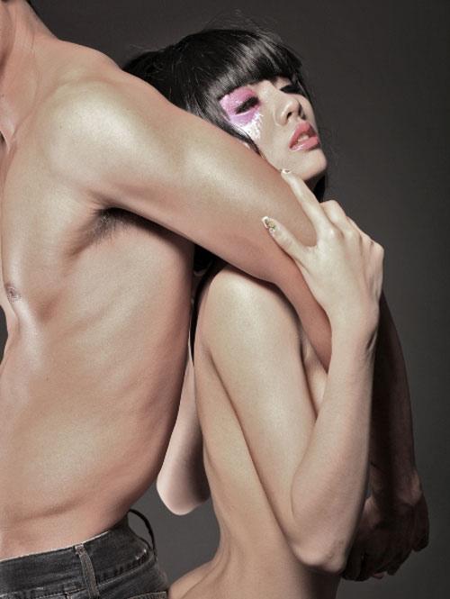 Mỹ nữ ngực trần: Gợi cảm & phản cảm - 10