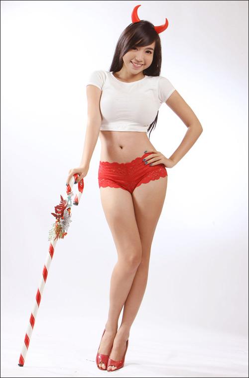 """Elly Trần nóng bỏng """"chíp"""" đỏ đón Noel - 3"""