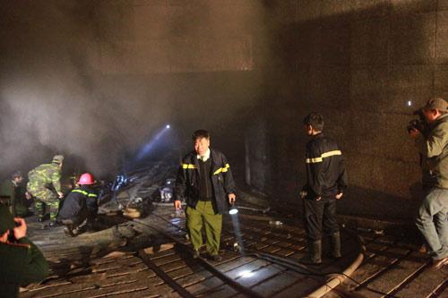 Chùm ảnh vụ cháy tòa nhà EVN - 10