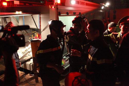 Chùm ảnh vụ cháy tòa nhà EVN - 12