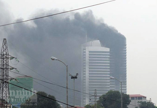 Chùm ảnh vụ cháy tòa nhà EVN - 1