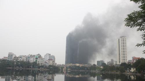 Chùm ảnh vụ cháy tòa nhà EVN - 4