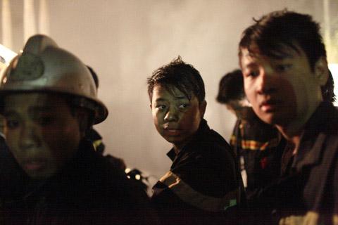 Chùm ảnh vụ cháy tòa nhà EVN - 14