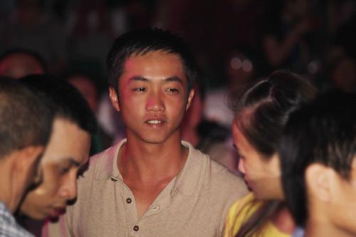 Cường đôla đi siêu xe xem liveshow Hà Hồ - 5