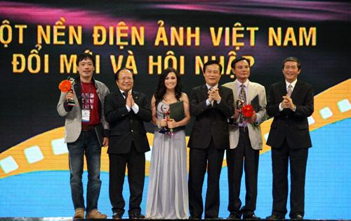 Bất thường giải thưởng LHP Việt Nam 17 - 3
