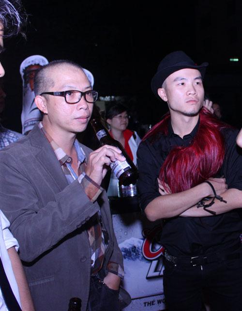 Giám khảo Nam Trung lại mặc váy - 9