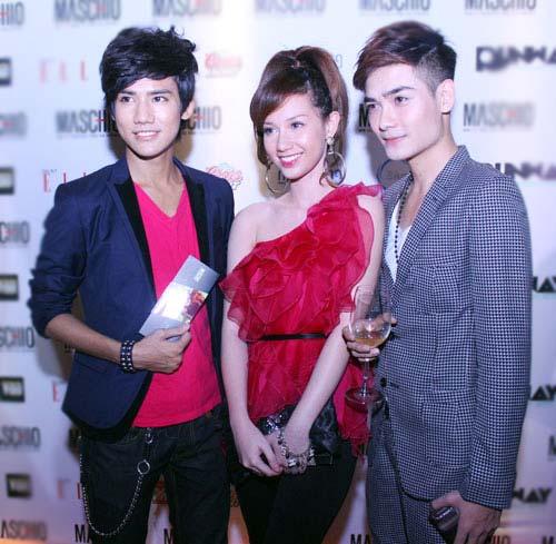 Giám khảo Nam Trung lại mặc váy - 13