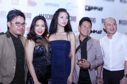 Giám khảo Nam Trung lại mặc váy - 12