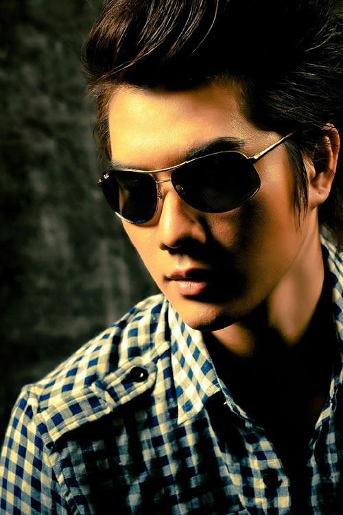 Trương Thị May & Việt Anh cực sành điệu với kính - 1