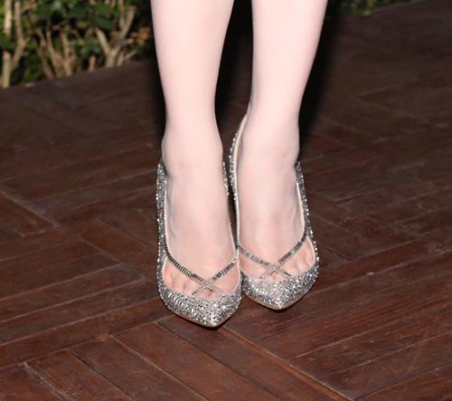 Ngọc Trinh nổi bật với giày trăm triệu - 6