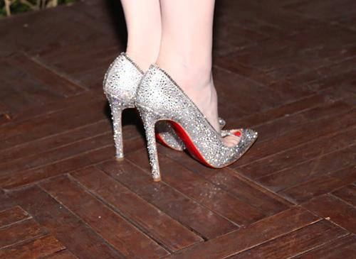 Ngọc Trinh nổi bật với giày trăm triệu - 7