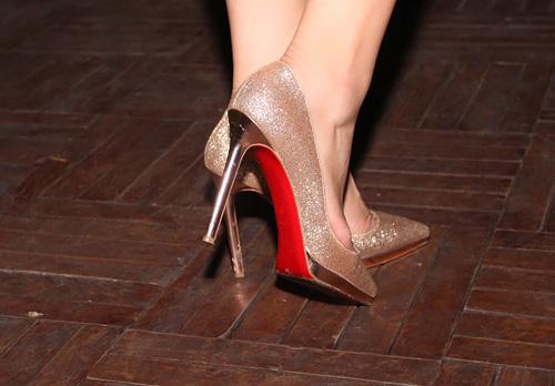 Ngọc Trinh nổi bật với giày trăm triệu - 23