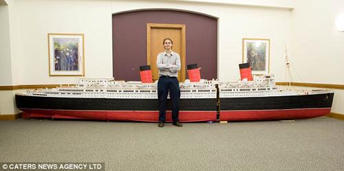 Mô hình tàu thủy làm từ 1 triệu chiếc tăm - 1