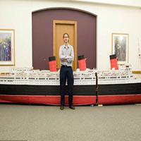 Mô hình tàu thủy làm từ 1 triệu chiếc tăm